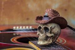 Cranio sulla chitarra contro un fondo Fotografia Stock