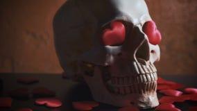 Cranio umano con cuore rosso Concetto per il giorno del ` s del biglietto di S. Valentino sussidi archivi video