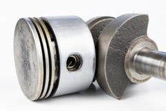 Crankshaft i tłok mały spalanie silnik na białym ta fotografia stock