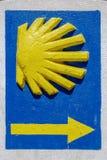 Crantez la route Ponferrada, Leon Spain de Santiago de pèlerins de signal d'indicateur Images stock
