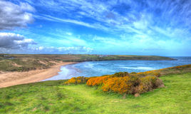 Crantockbaai en strand Noord-Cornwall Engeland het UK dichtbij Newquay in kleurrijk HDR als het schilderen Stock Foto