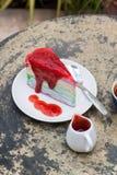Crape tortowa tęcza i gorąca kawy espresso kawa Obraz Stock