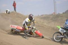 Crash de curseur de motocross, piste poussiéreuse Images stock