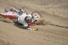 Crash de curseur de motocross, piste poussiéreuse Images stock