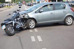 Crash de moto dans les zones urbaines Photographie stock
