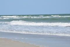 Free Crashing Waves Along The Shore Royalty Free Stock Photos - 106550578