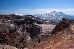 Cratère de Gorely Volcano's avec son glacier impressionnant ci-dessus images stock