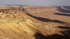 Cratère de Mitzpe Ramon, désert du Néguev, Israël Photos stock