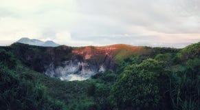Cratère de Volcano Mahawu près de Tomohon Sulawesi du nord l'indonésie photos stock