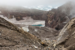 Cratère du volcan de Gorely, le Kamtchatka, Russie Photo stock