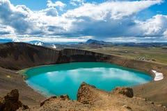 Cratère Viti de volcan avec le lac de turquoise à l'intérieur, région volcanique de Krafla, Islande Photographie stock libre de droits