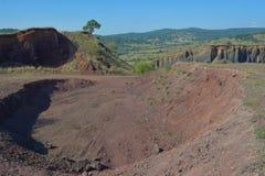 Cratère volcanique dans le village de Racos Photo stock