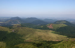Cratères du réseau volcanique d'auvergne Photo libre de droits