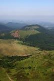 Cratères du réseau volcanique d'auvergne photos stock