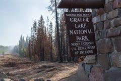 Crater湖入口标志 免版税库存图片