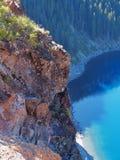 Crater湖接合的峭壁 图库摄影