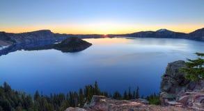 Crater湖日出 免版税库存照片