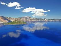 Crater See-Nationalparkwolkenreflexionen Stockfoto