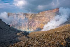 Cratera de Aso Nakadake da montanha, Aso, Kumamoto, Kyushu, Japão fotografia de stock