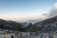 Cratera de Kawah Ijen, Java, INDONÉSIA Imagem de Stock