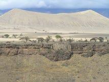 Cratera do Mungo do la de Shimo perto de Oldonyo Lengai imagens de stock