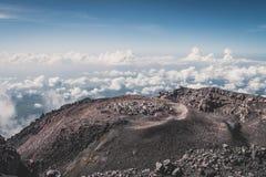 A cratera do vulc?o Semeru fotos de stock