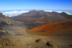 Cratera vulcânica colorida imagem de stock royalty free