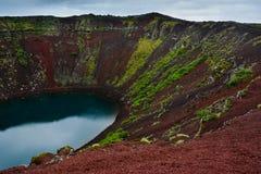 Cratera vulcânica de Kerid em Islândia, Europa imagem de stock