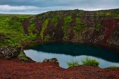 Cratera vulcânica de Kerid em Islândia, Europa fotos de stock