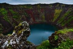 Cratera vulcânica de Kerid em Islândia, Europa fotografia de stock royalty free