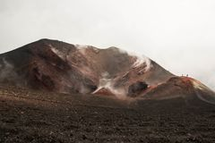 Cratere attivo del vulcano di Etna, Italia fotografie stock