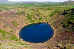 Cratere di Kerid - lago vulcanico del cratere nel cerchio dorato, Islanda 11 06,2017 Fotografia Stock Libera da Diritti