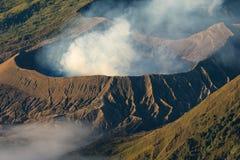 Cratere in una mattina, East Java della montagna del vulcano attivo di Bromo, dentro fotografia stock libera da diritti