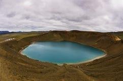 Cratere Viti del vulcano con il lago dentro ad area vulcanica di Krafla Immagine Stock