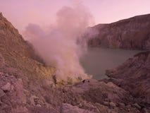 Cratere vulcanico, Mt Ijen, Indonesia Fotografia Stock