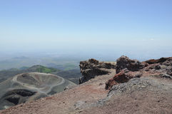Crateri di Etna. La Sicilia. L'Italia. Immagine Stock