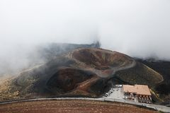 Crateri Silvestri,在Mt的主要旅游胜地 etna 免版税库存图片