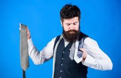 Cravate parfaite Pour des occasions formelles choisissez le lien color? solide qui est plus fonc? que votre chemise Couleurs de m images stock