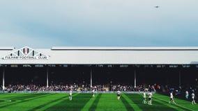 Craven-Häuschen Fulham gegen QPR, das ein Flugzeug kennzeichnet Lizenzfreies Stockbild