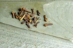 Cravos-da-índia em um fundo de pedra Imagem de Stock