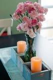 Cravos-da-índia no vaso na tabela Imagem de Stock Royalty Free