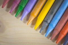 Crayon, beaucoup de colorés utilisés dans l'art Photo libre de droits
