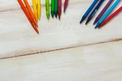 Crayon coloré sur la table blanche Images libres de droits