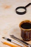 Crayon, crayon lecteur et thé Photos stock