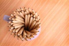 Crayon d'éducation au cas où art sur l'idée en bois de concept de fond Photographie stock