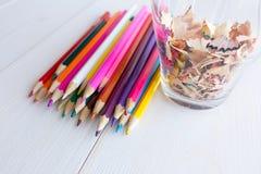 Crayon d'aspiration dans un carnet Images stock