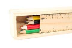 Crayon de couleur dans une boîte en bois Photographie stock