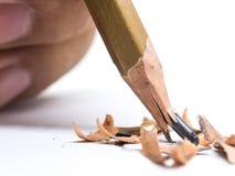 Crayon de plan rapproché avec une astuce cassée sur le fond blanc Images libres de droits