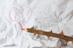 Crayon en bois avec le coeur Photographie stock libre de droits