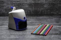 Crayon et affûteuse photos stock